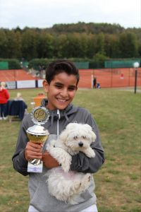 Netzball-Talent Ilian Mechbal erobert die Spitze: Tennis-Crack führt die Deutsche U12 Rangliste an